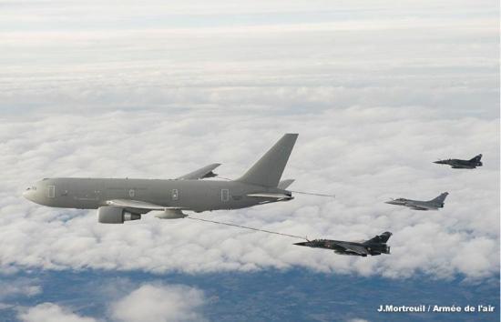 Début 2013, le Boeing KC-767 est qualifié pour ravitailler les Rafale
