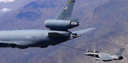 Un KC-10 de l'AMC ravitaille un Rafale B du 1/7 Provence